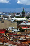 Opinión del paisaje urbano de St Peterburg, Rusia Imagen de archivo libre de regalías