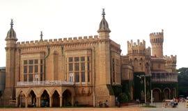 Opinión del palacio de Bangalore con la gente del viaje foto de archivo libre de regalías