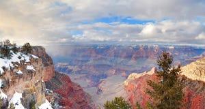 Opinión del panorama de la barranca magnífica en invierno con nieve Fotos de archivo libres de regalías