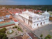 Opinión del panorama de la ciudad de León foto de archivo