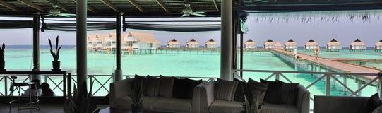 Opinión del panorama de las casas de planta baja de Maldives Foto de archivo libre de regalías