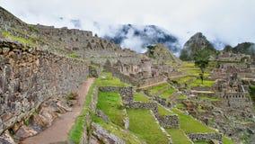 Opinión del panorama de Machu Picchu a las ruinas Imágenes de archivo libres de regalías