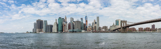 Opinión del panorama del horizonte de Manhattan de Brooklyn imagen de archivo libre de regalías