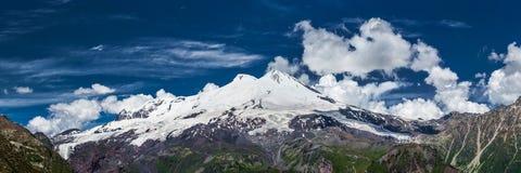 Opinión del panorama del Mt Elbrus de la cuesta de Cheget Fotos de archivo