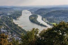 Opinión del panorama del Drachenburg/del Drachenfelsen al río el Rin y la Renania, Bonn, Alemania Imagen de archivo