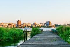 Opinión del panorama a Rostock Puerto del río Warnow y de la ciudad Imágenes de archivo libres de regalías