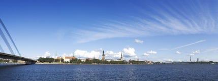 Opinión del panorama sobre el centro de la ciudad uno de la ciudad europea Fotos de archivo
