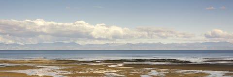 Opinión del panorama sobre la bahía cerca de Marahau, isla del sur, Nueva Zelanda de Tasman cerca de la entrada de Abel Tasman Na foto de archivo