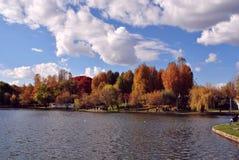 Opinión del parque en la estación del otoño Imagen de archivo