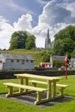 Opinión del parque y de la iglesia de Castletownroche Imagen de archivo libre de regalías