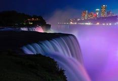 Opinión del perfil de la noche de Niagara Falls Imagenes de archivo