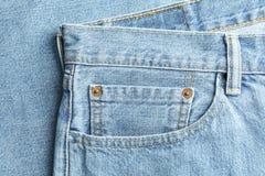 Opinión del primer del bolsillo de los vaqueros como fondo foto de archivo libre de regalías