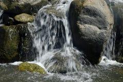Opinión del primer de la cascada Foto de archivo libre de regalías