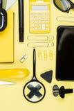 Opinión del primer de las fuentes de la calculadora, del smartphone y de escuela Fotografía de archivo libre de regalías