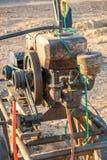 Opinión del primer de un motor para una bomba para el agua de bombeo en Sudán fotos de archivo
