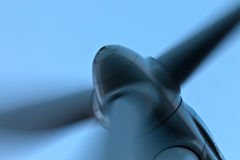 Opinión del primer de una turbina de viento Fotografía de archivo libre de regalías