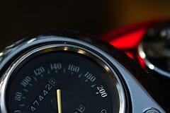 Opinión del primer del velocímetro de la motocicleta Lanzamiento macro Imagen de archivo libre de regalías