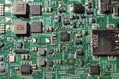 Opinión del primer en la placa madre del ordenador portátil y los componentes de los semiconductores fotografía de archivo libre de regalías