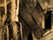 Opinión del primer a la pared de la iglesia de la piedra Foto de archivo