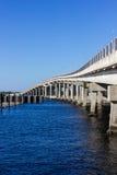 Opinión del puente y del río Foto de archivo libre de regalías