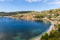 Opinión del puerto del Villefranche-sur-Mer sobre riviera francesa Fotografía de archivo libre de regalías
