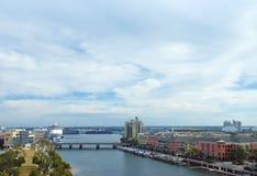 Opinión del puerto en Tampa con el revestimiento marino imagenes de archivo