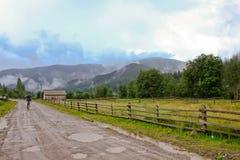 Opinión del río de las montañas de Carpaty Foto de archivo libre de regalías