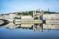 Opinión del río de Soane con las catedrales Santo-Jorte y Fourviere adentro Imagen de archivo libre de regalías