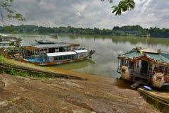 Opinión del río del perfume de la pagoda de MU Thien Hué Vietnam Fotos de archivo