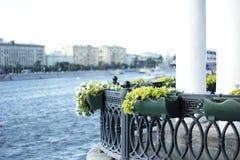 Opinión del río en la ciudad Fotos de archivo libres de regalías