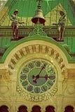 Opinión del reloj y del campanario ayuntamiento en Trieste Foto de archivo libre de regalías