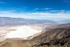 Opinión del ` s de Dante, campo de golf del diablo y línea de la playa de la sal en la muerte Vall foto de archivo