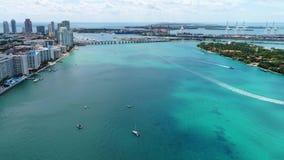 Opinión del sur aérea de la bahía de Miami Beach Biscayne metrajes