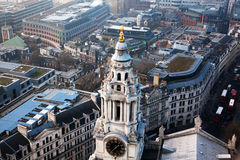 opinión del tejado sobre Londres en un día de niebla de San Pablo y de x27; catedral de s Imagen de archivo libre de regalías
