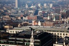 opinión del tejado sobre Londres en un día de niebla de San Pablo y de x27; catedral de s Imagenes de archivo