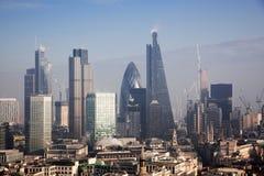 opinión del tejado sobre Londres en un día de niebla de San Pablo y de x27; catedral de s Foto de archivo libre de regalías