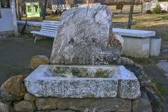 Opinión del templo de Vanga cerca del pueblo de Rupite, región de Blagoevgrad, Bulgaria del otoño imagen de archivo libre de regalías