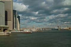 Opinión del transbordador de la isla de Staten de East River de Nueva York Foto de archivo libre de regalías