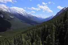 Opinión del valle de la montaña. Foto de archivo libre de regalías