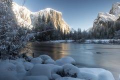 Opinión del valle del invierno de Yosemite Imagen de archivo
