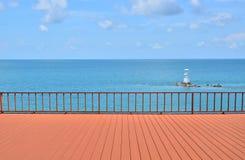 Opinión del verano con la terraza vacía Fotos de archivo libres de regalías