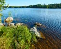 Opinión del verano del lago (Finlandia). imagen de archivo libre de regalías