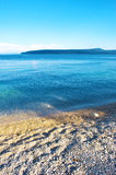 Opinión del verano del mar y de una isla Imagen de archivo libre de regalías