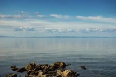 Opinión del verano del lago Baikal hermoso, Buriatia imagenes de archivo