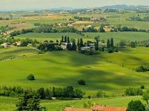 Opinión del viñedo y de las colinas Fotos de archivo libres de regalías