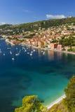 Opinión del Villefranche-sur-Mer sobre riviera francesa Imágenes de archivo libres de regalías