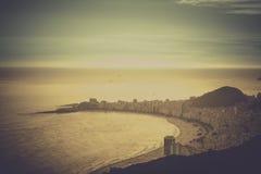 Opinión del vintage de la playa de Copacabana en Rio de Janeiro Foto de archivo