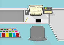 Opinión desde arriba sobre el escritorio de efectivo en supermercado Imágenes de archivo libres de regalías
