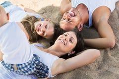 Opinión desde arriba sobre padres adultos con los niños Fotografía de archivo