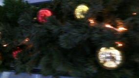 Opinión dinámica sobre una decoración de la Navidad almacen de video